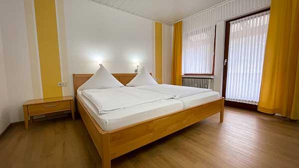 Weinhaus Hirschen - Pension und Gästehaus - Doppelzimmer mit Balkon und Moselblick